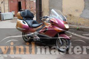 Оклейка мотоцикла защитной пленкой Хамелеон 10