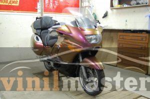Оклейка мотоцикла защитной пленкой Хамелеон 11