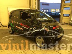 Оформление электромобиля Mitsubishi I-Miev правый передний угол