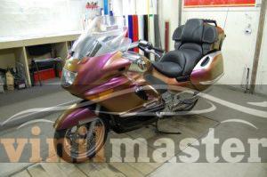 Оклейка мотоцикла защитной пленкой Хамелеон 5