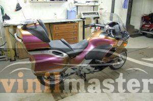 Оклейка мотоцикла защитной пленкой Хамелеон вид сзади 2