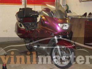 Оклейка мотоцикла защитной пленкой Хамелеон вид спереди 1